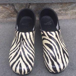 Dansko Zebra Pattern Clog Euro 40 USA 10